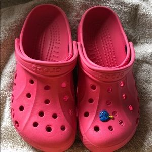 Pink crocs ! Great condition w/ dory jibbitz !